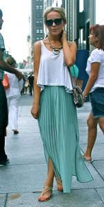 กระโปรงพลีทสีมินท์-เสื้อกล้ามสีขาว