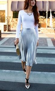 กระโปรงพลีทสีเงิน-Asos-เสื้อสีขาว-ModBod-รองเท้าส้นสูง-French-Connection-กระเป๋าคลัทช์สีทอง-HM