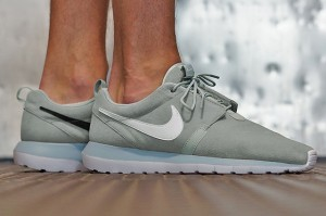 NIKE-ROSHE-RUN-NM-COOL-GREY