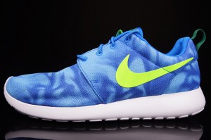 nike-roshe-run-blue-marble