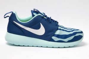 nike-roshe-run-blue-seafoam-side-1-640x426