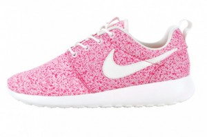 nike-roshe-run-speckle-pink-profile-1-640x426