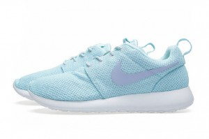 nike-rosherun-glacier-ice-purple-2